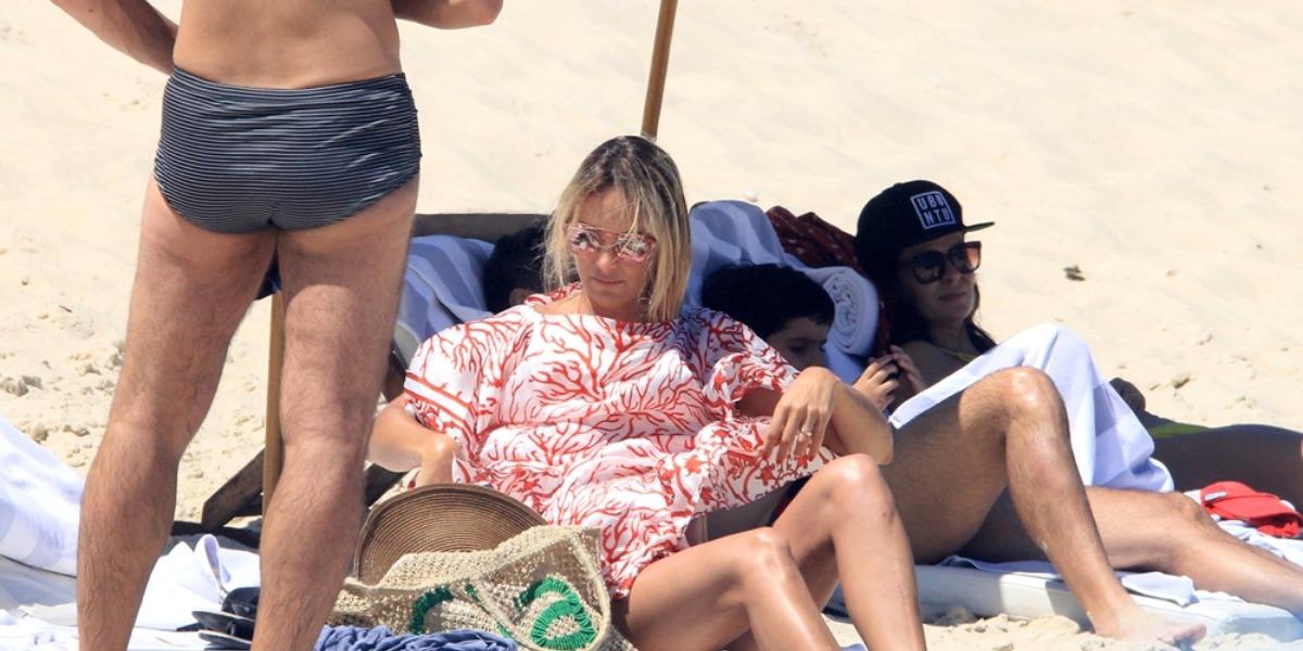 César Tralli e Ticiane Pinheiro na praia de Ipanema, em 2018 (Foto: AgNews)