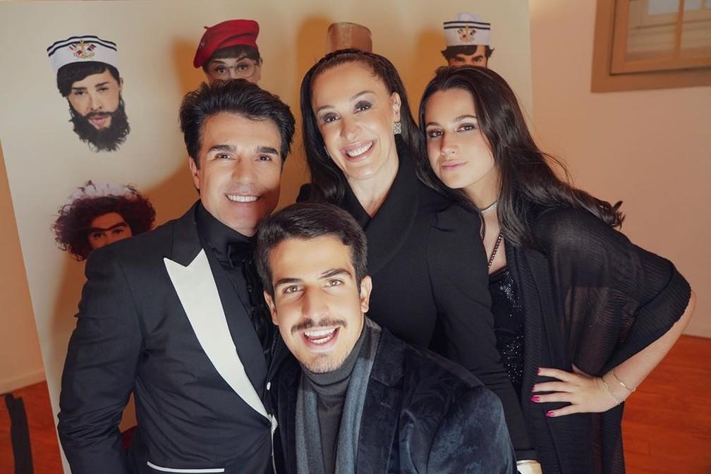 Claudia Raia, seu marido e seus dois filhos (Foto: Divulgação)
