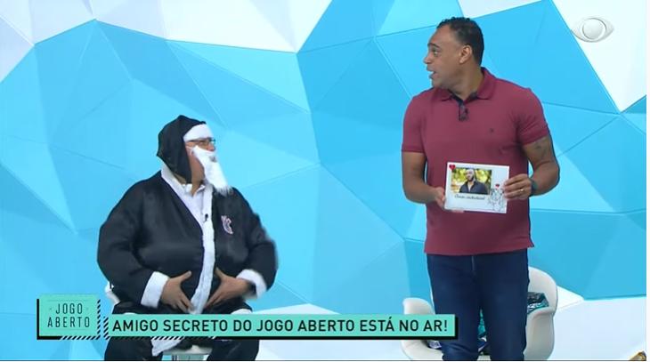 Denílson recebeu retrato de Belo em amigo secreto do Jogo Aberto (Foto: Reprodução)