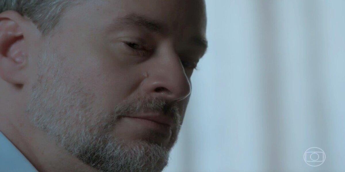 Eugênio chora em cena de A Força do Querer