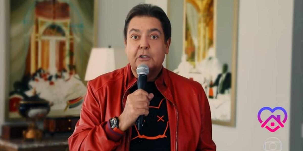 Faustão aparece fora dos estúdios Globo e grava homenagem para colega em concorrente (Reprodução)