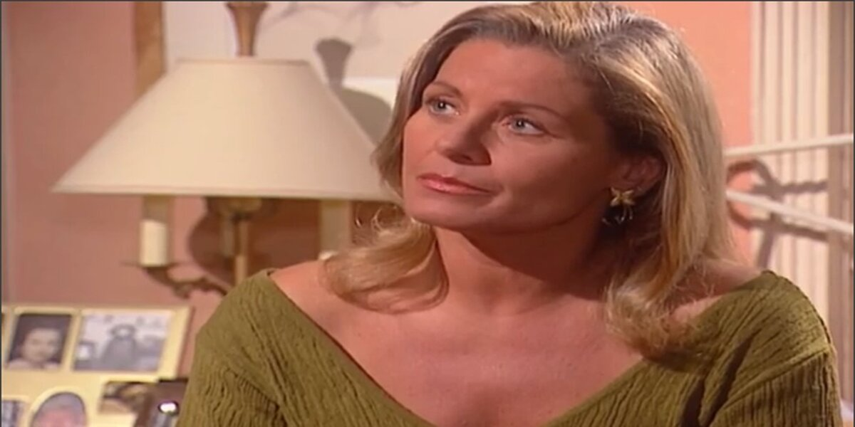 Helena teme por sua relação com Camila em Laços de Família (Foto: Reprodução/Globo)