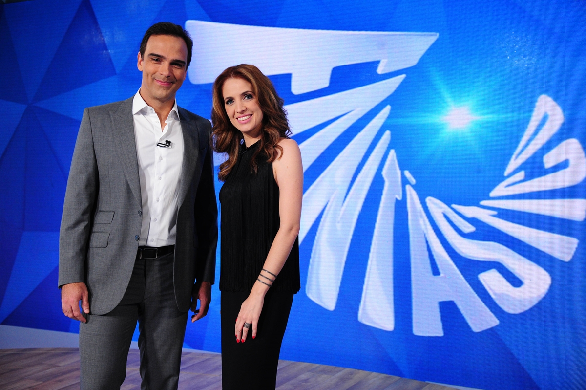 Tadeu Schmidt e Poliana Abritta comandam o Fantástico na Globo (Foto: Reprodução/TVGlobo)