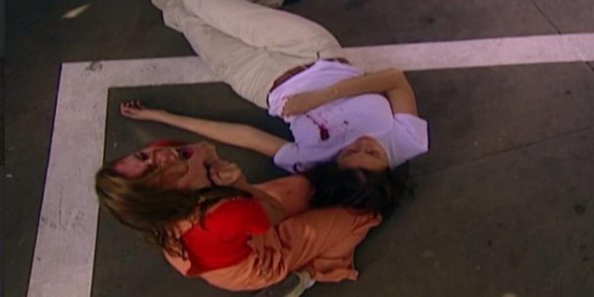 Ingrid morre nos braços de Íris em Laços de Família (Foto: Reprodução)