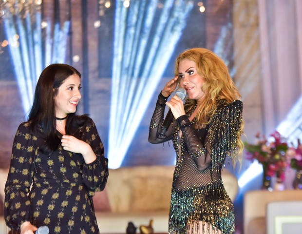 Joelma se emociona em live ao cantar com Yasmin (Foto: Leo Franco/AgNews)