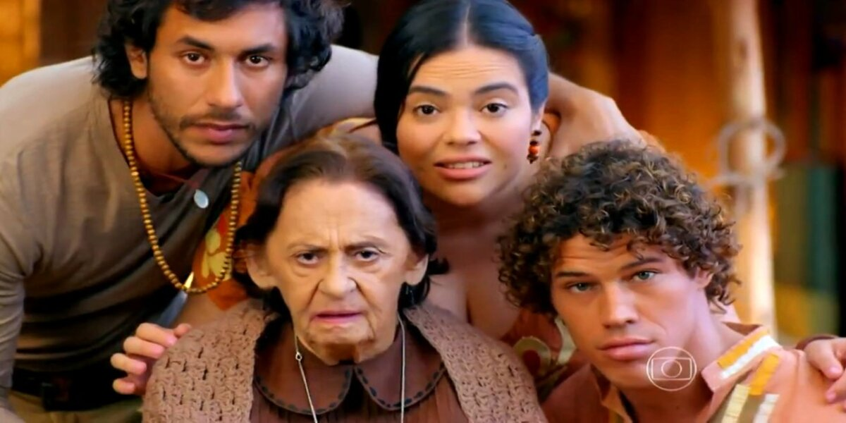 Lino, Dada, Candinho e Veridiana abraçados encarando em cena de Flor do Caribe