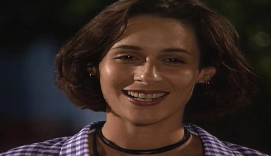 Lisa come poeira em A Viagem após ser abandonada por Alexandre durante perseguição policial (Foto: Reprodução/ Globo)