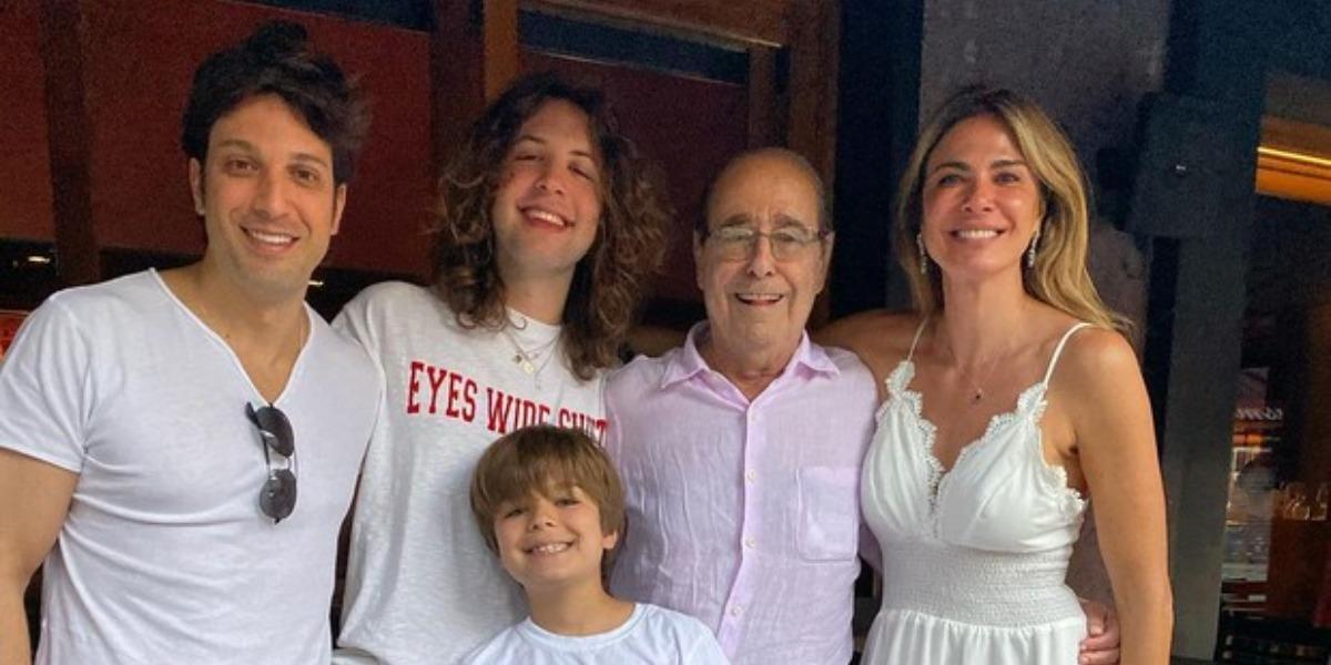 Luciana Gimenez com o pai, João Alberto Morad, o irmão, Marco Antônio Gimenez, e os filhos, Lucas e Lorenzo (Foto: Reprodução/Instagram)