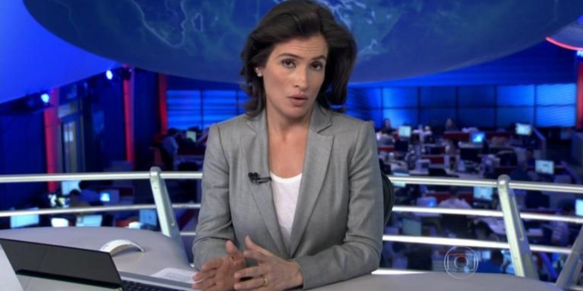 """Renata Vasconcellos comanda o """"Jornal Nacional"""" com William Bonner (Foto: Reprodução/TV Globo)"""
