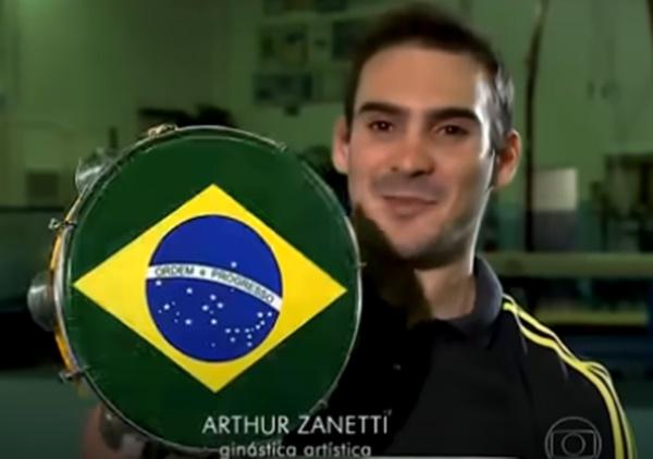 Arthur Zanetti ganhou um pandeiro no Amigo Secreto da Globo (Foto: Reprodução)