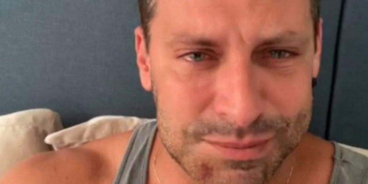 Henri Castelli surgiu m vídeo com rosto deformado (Foto: Reprodução)