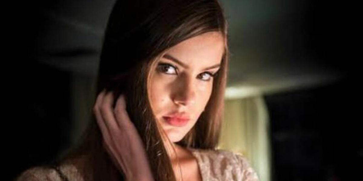 GloboPlay: Camila Queiroz é a protagonista da novela (Foto: Reprodução)