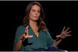 Adriana Araújo expôs mensagem para editora e público quis saber da sua saída da Record (Foto: Reprodução)