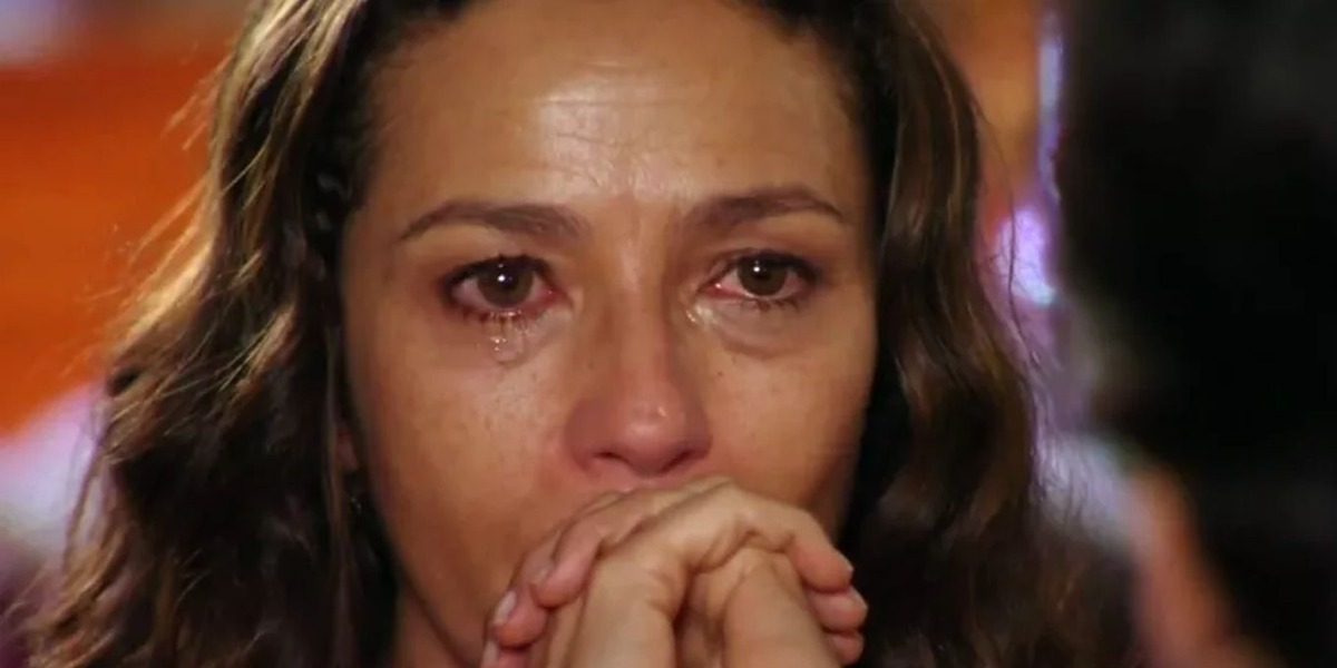 Bibiana se desespera ao saber que filho ficará engaiolado por 10 anos (Foto: Reprodução)