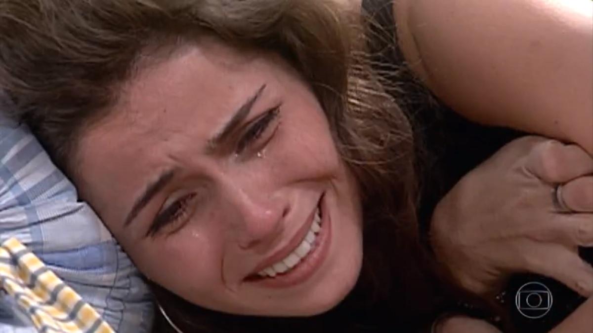 Capitu ficará arrasada depois de ter seu segredo entregue no casamento de Camila e Edu em Laços de Família (Foto: Reprodução/ Globo)