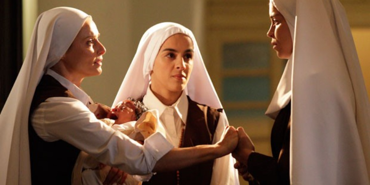Doralice convence freiras a abrigar o bebê e sua mãe no convento (Foto: Reprodução)