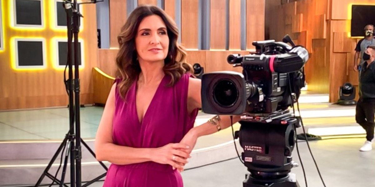 """Fátima Bernardes nos bastidores do """"Encontro"""" (Foto: Divulgação/TV Globo)"""