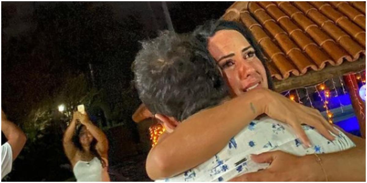 Graciele Lacerda se emocionou e chorou muito nos braços de Zezé Di Camargo (Foto: Reprodução)