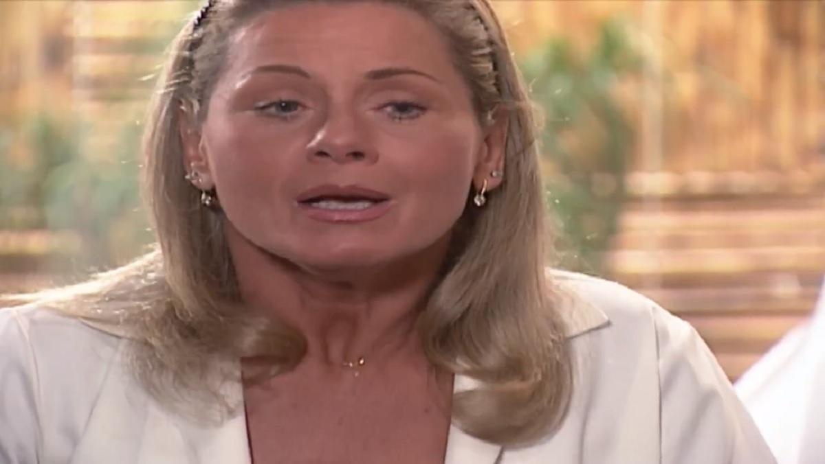 Helena fiará abalada com triste notícia em Laços de Família (Foto: Reprodução/ Globo)