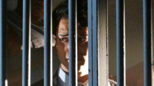 Hélio na cadeia em Flor do Caribe (Foto: Reprodução)