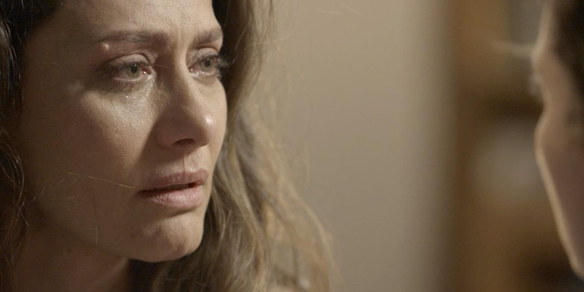 Joyce vai aos prantos após filha revelar que é transexual (Foto: Reprodução)