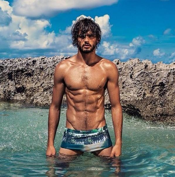 Marlon Teixeira é modelo e estaria vivendo um romance com Débora Nascimento (Foto: Reprodução)