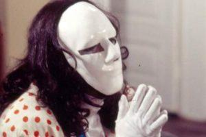 Mascarado paga de herói em A Viagem e evita tentativa de assalto (Foto: Reprodução)