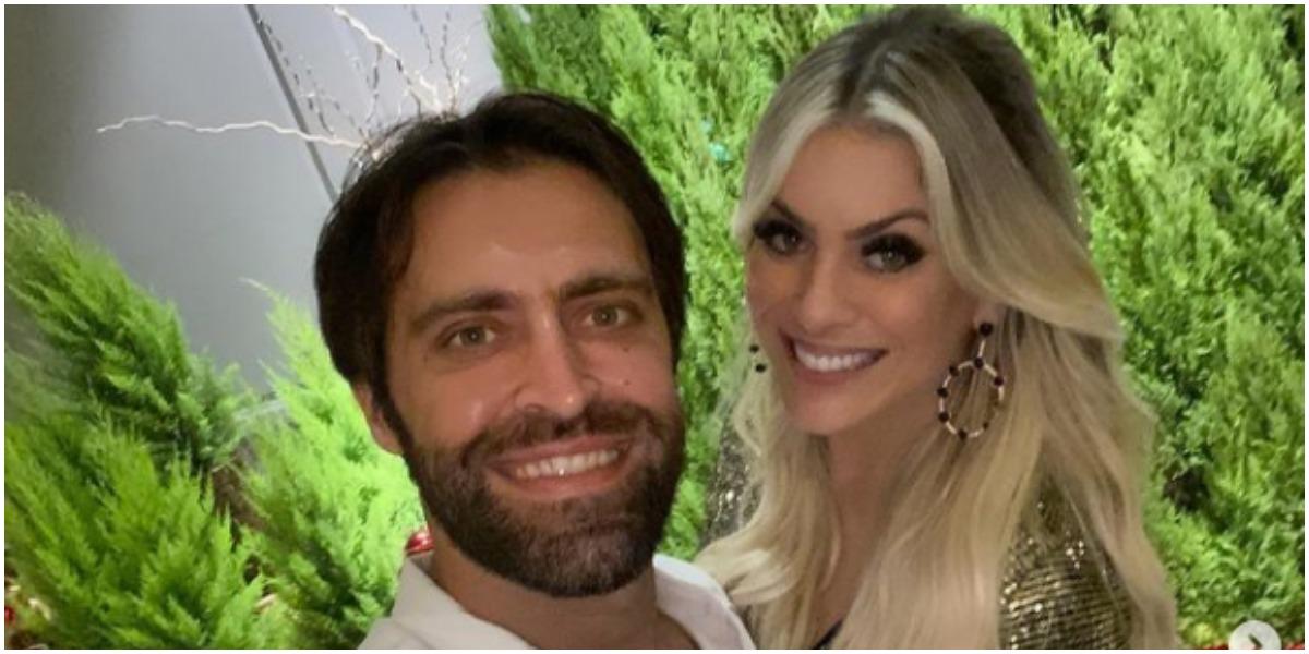 Renata Fan expõe que abandonou o ano velho ao lado do namorado Átila Abreu (Foto: Reprodução)