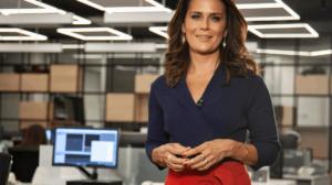 Adriana Araújo, âncora da Record, vive fase complicada na emissora, mas segue rendendo audiência (Foto reprodução)