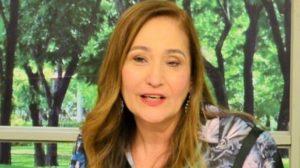 """Sonia Abrão no """"A Tarde é Sua"""" (Foto: Divulgação/RedeTV!)"""
