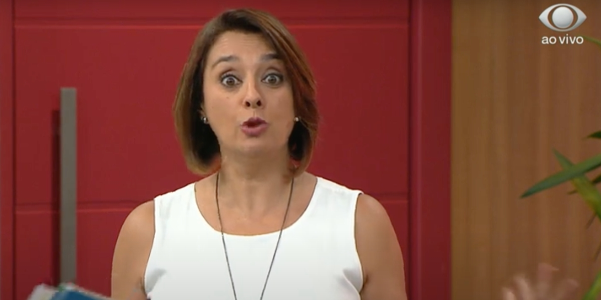 Catia Fonseca pede desculpas para o público ao vivo (Reprodução)