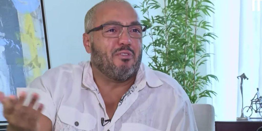 Belo chorando durante entrevista com Léo Dias (Foto: Reprodução)