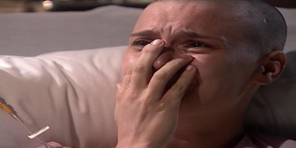 Camila fica desolada na novela Laços de Família
