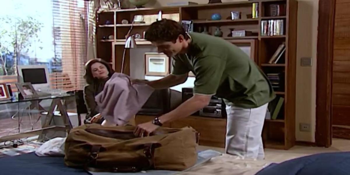 Edu arrumando as coisas para ir ao hospital (Foto: Reprodução)