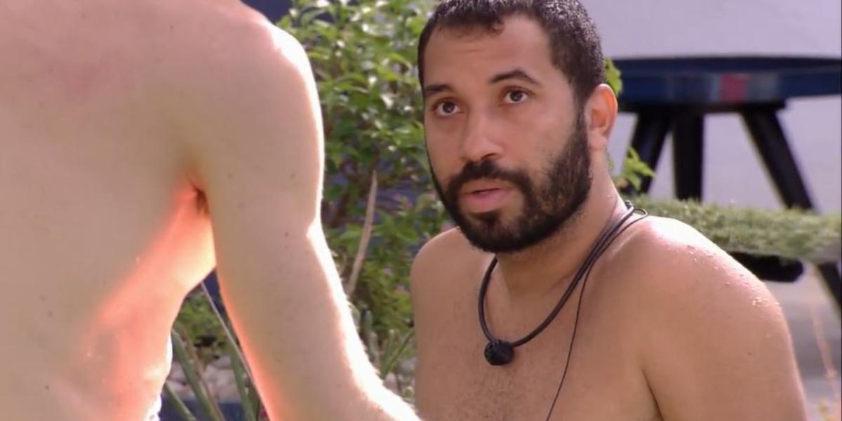 Gil se arrependeu da briga que teve com Pocah (Foto: Reprodução/TV Globo)