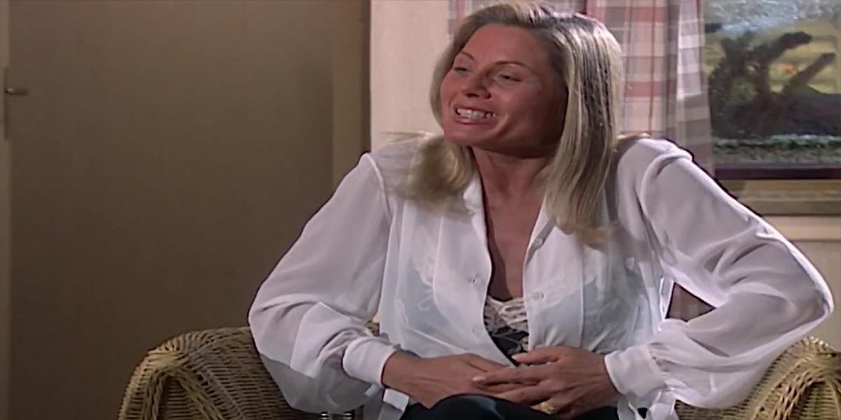 Helena comemora gravidez em Laços de Família (Foto: Reprodução)