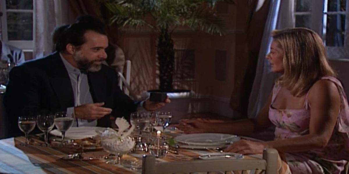 Miguel pede Helena em casamento em Laços de Família (Foto: Reprodução)