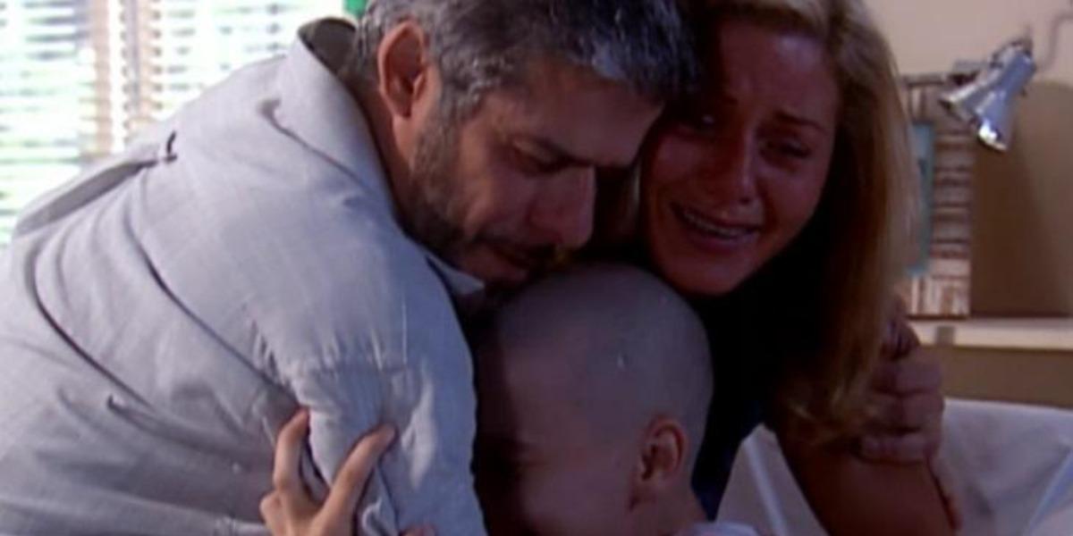 Helena engravida de Pedro em Laços de Família (Foto: Reprodução)