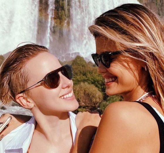Marcella Rica explica falta de aliança após engatar noivado com Vitória Strada - Foto: Reprodução/Instagram