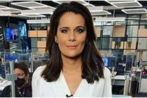 Adriana Araújo recebe carinho de colegas da Record (Foto: Reprodução)