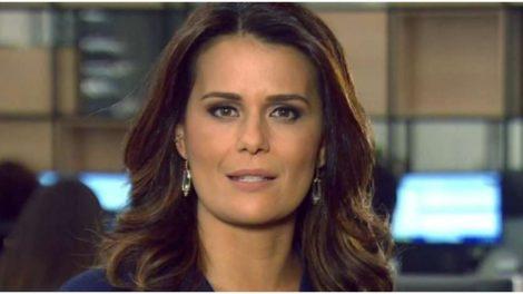 A jornalista da Record, Adriana Araújo, surpreendeu - Foto: Reprodução
