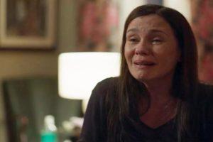 Thelma chora em cena de Amor de Mãe