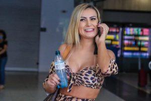 Andressa Urach explicou por que gosta de mamar em mamadeira (Foto: Thiago Durães/AgNews)