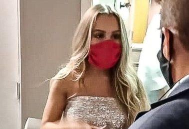 Carla Diaz foi antipática na entrada do Multishow (Foto: Francisco Silva/AgNews)