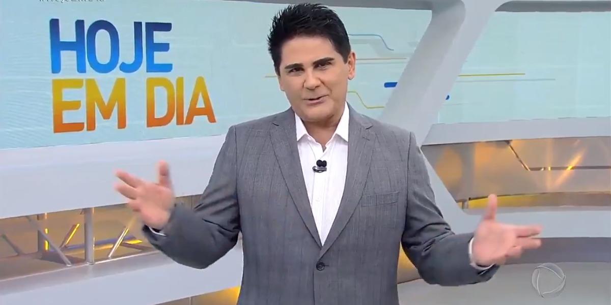 """César Filho apresenta o """"Hoje em Dia"""" (Foto: Reprodução/Record)"""