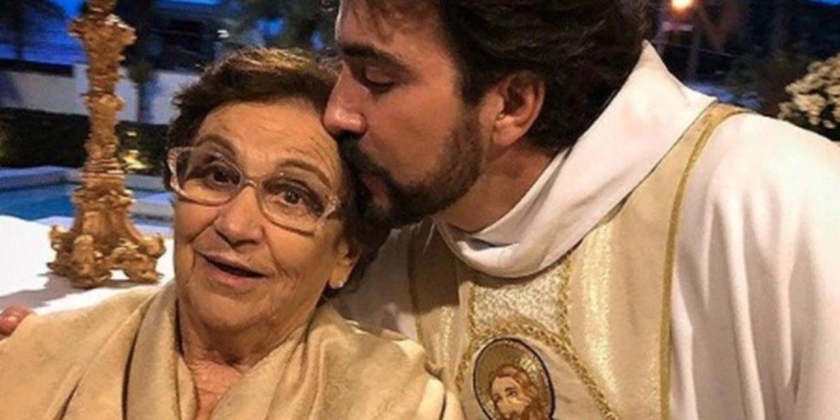"""Padre Fábio de Melo anuncia morte da mãe, aos 83 anos: """"Resta a dor"""""""