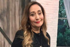 """Sonia Abrão apresenta o programa """"A Tarde é Sua"""" (Foto: Reprodução/Facebook)"""