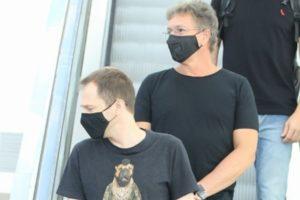 Tiago Leifert e Boninho foram flagrados em shopping no Rio de Janeiro (Foto: Fabricio Silva/AgNews)