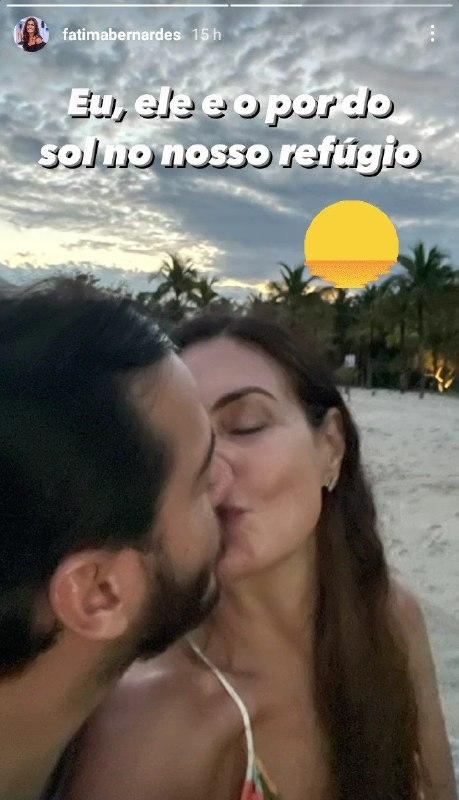 Fátima Bernardes surgiu com o namorado bonitão