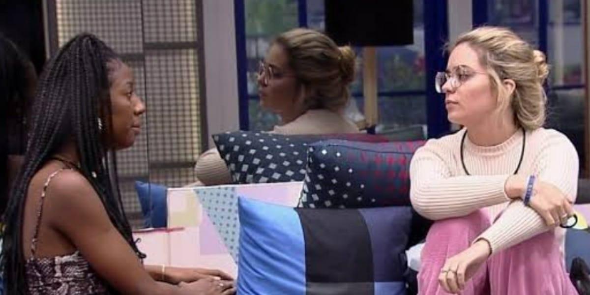 Viih Tube e Camila discutem e trocam farpas no BBB21 (Foto: Reprodução)